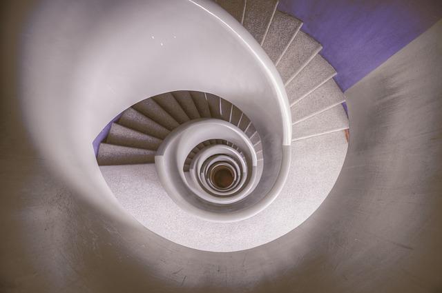 Nowoczesne schody – trendy w 2021 roku